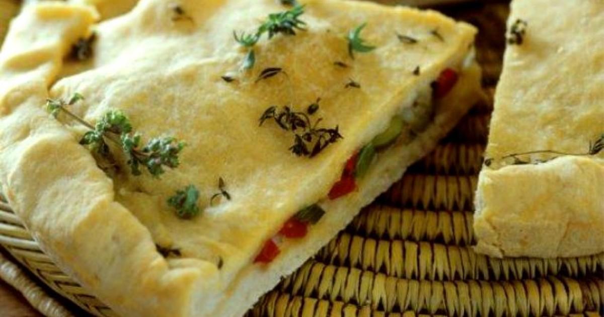 Posna pita preklapaca sa maslinama i pecenim paprikama iz Florine