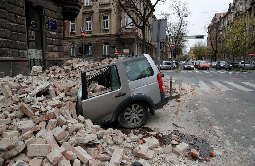 Snažan zemljotres u Hrvatskoj, osetio se i u BiH: Padaju krovovi, pucaju zidovi na zgradama