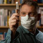 Anketa: Polovina Grka veruje da je koronavirus napravljen u laboratoriji