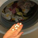 Pokušajte da stavite aspirin u veš mašinu – Rezultati će biti neverovatni