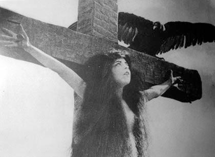 Jermenske devojke na krstu 2