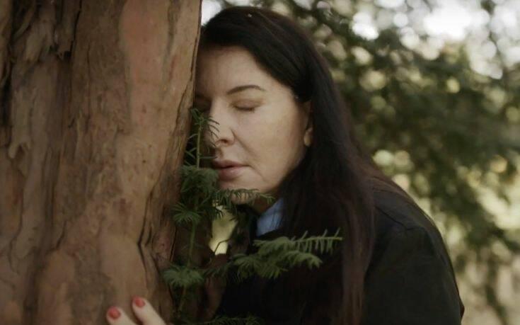 Marina Abramović: Poverite svoje probleme jednom drvetu