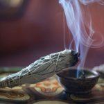 Grčka tradicija – Pročišćavanje vazduha u prostorijama dimom od žalfije