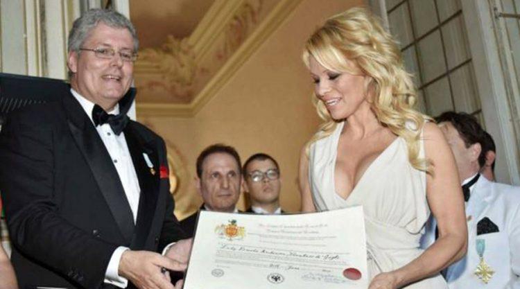 Pamela Anderson Crnogorski princ Princ Stefan Čarnetić odlikovanje